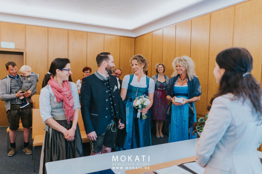 Heiraten im Standesamt München Mandlstrasse mit Hochzeitsfotograf und Hochzeitvideograf
