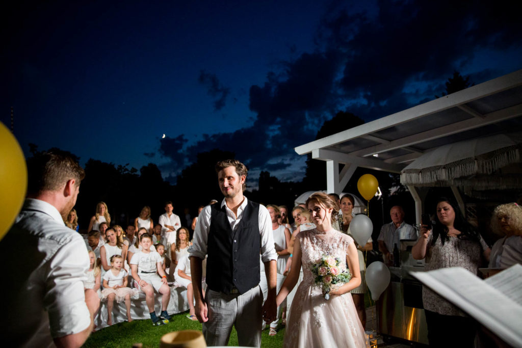 Hochzeitsfeier in weiss am Ammersee mit Hochzeitsfotosgraf und Hochzeitsvideograf