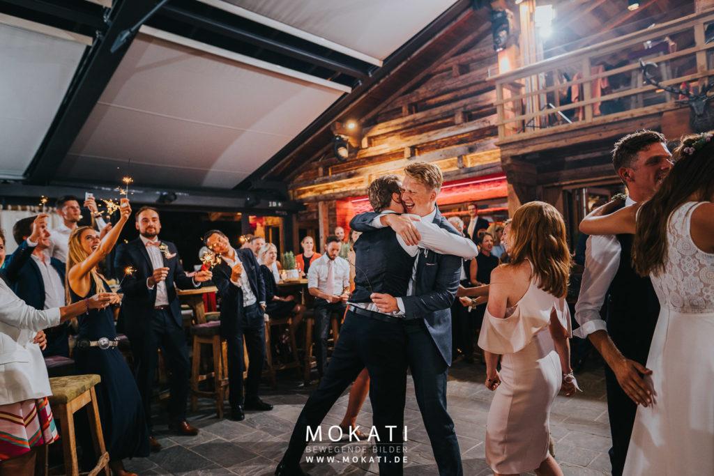 Hochzeit auf der Lisa Alm in der Flachau mit Hochzeitsfotografin München und Hochzeitsfilmer München