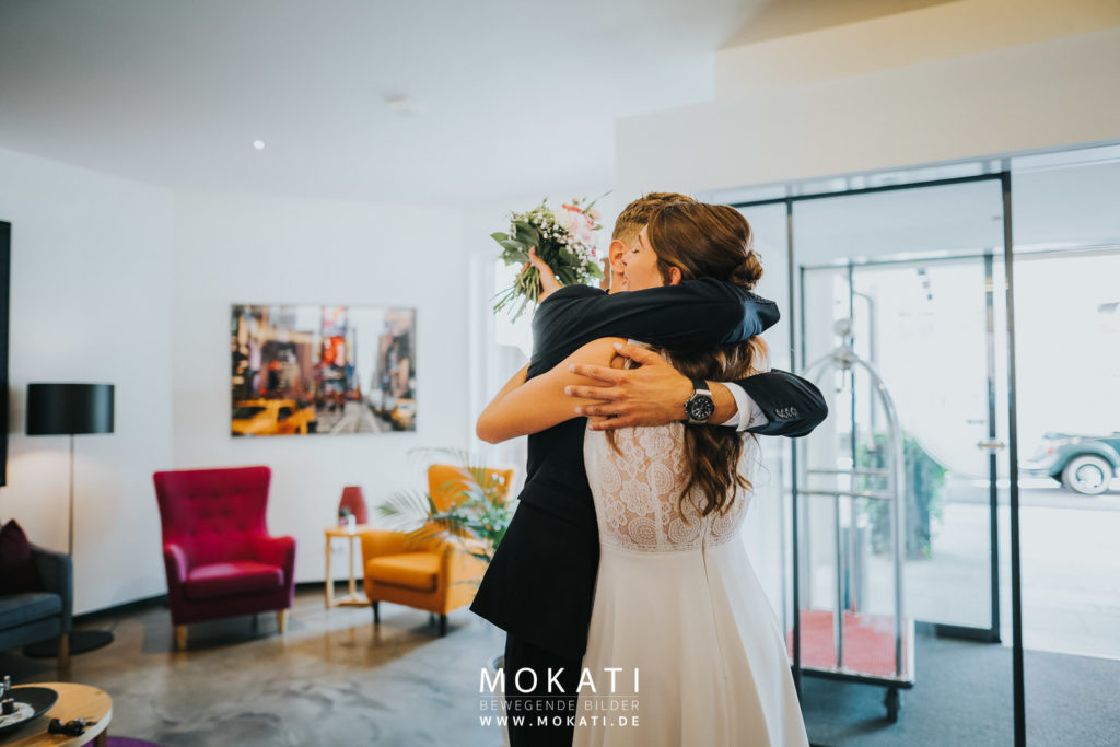 Getting Ready Braut mit Hochzeitsfotograf und Hochzeitsvideograf aus München