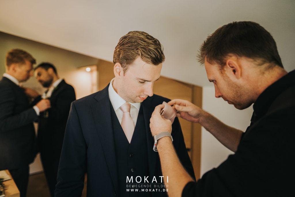 Andy Hochzeitsvideograf unterstützt bei Getting Ready