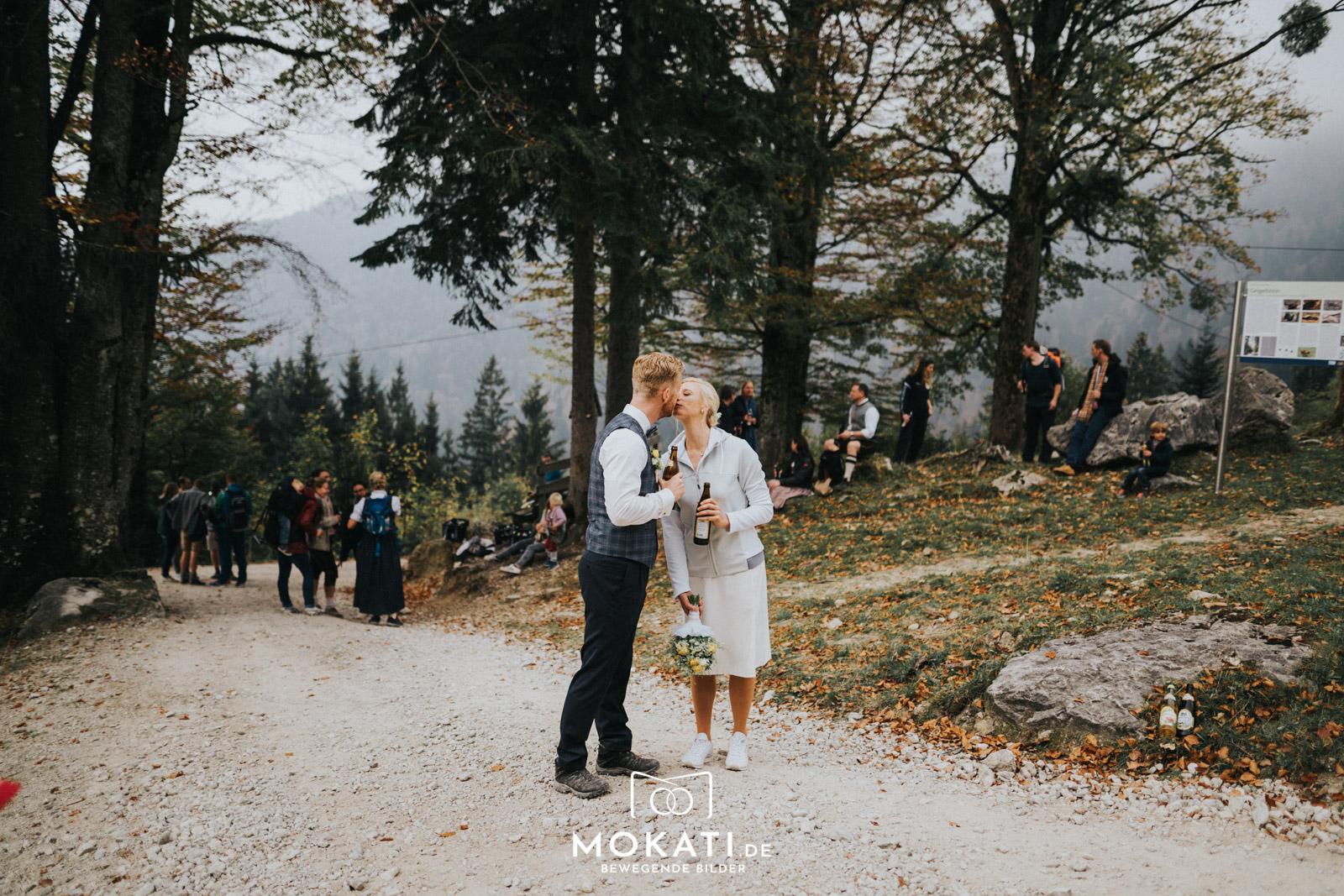 Wanderweg zur Wuhrsteinalm mit Hochzeitsfotograf und Hochzeitsvideograf