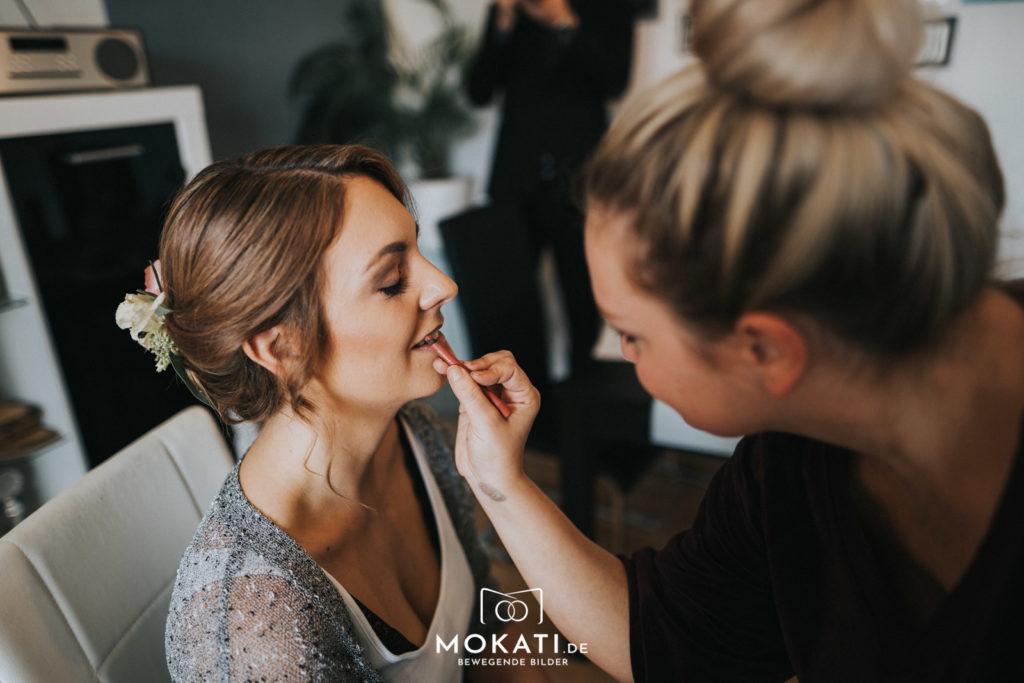 Hochzeitsfotograf fotografiert Getting Ready in München