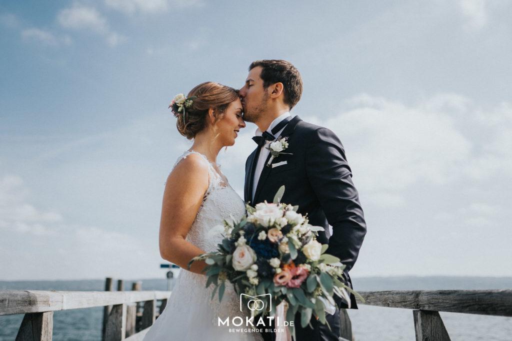 Brautpaarfotos am Ammersee mit Hochzeitsfotograf und Hochzeitsvideograf aus München