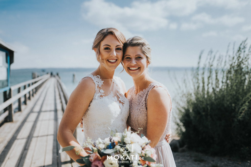 Die beste Trauzeugin vom Hochzeitsfotografen am Ammersee fotografiert