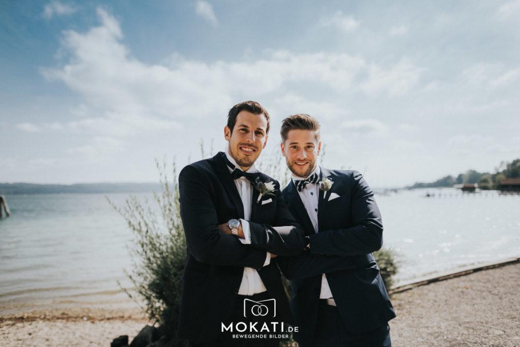 Bestmen der Trauzeuge vom Hochzeitsfotograf fotografiert