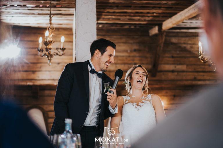 Hochzeitsfotograf im Seehaus Ammersee beim Ansprache des Brautpaares fotografiert