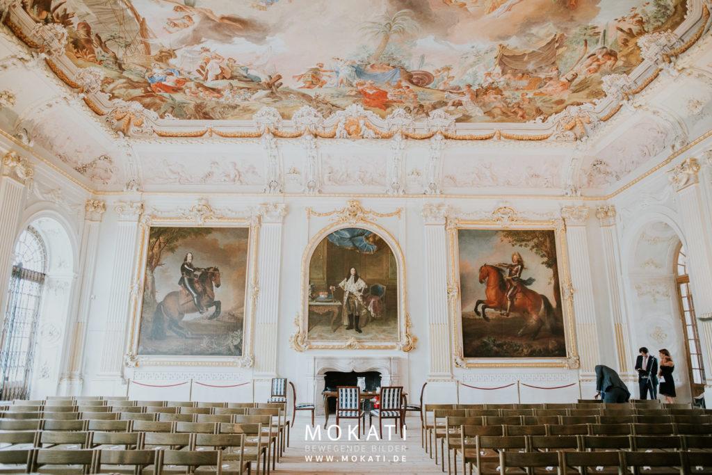 Freie Trauung im Schloss Schleißheim mit Hochzeitsfotograf und Hochzeitsvideograf aus München