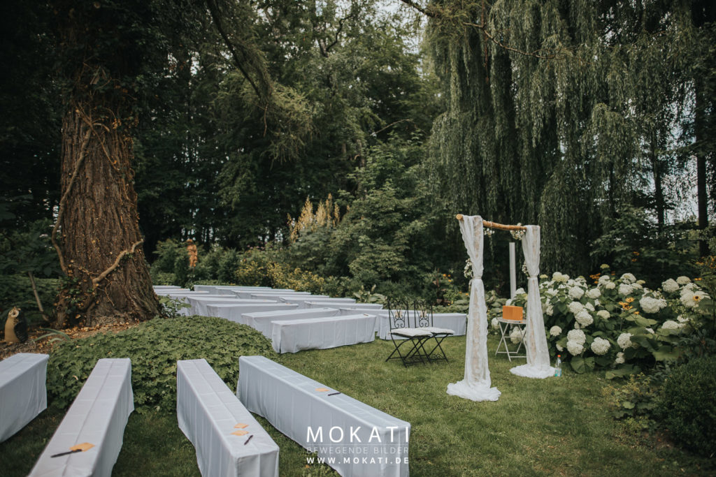 Freie Trauung im Hofgut Sickertshofen mit Hochzeitsfotograf und Hochzeitsvideograf aus München