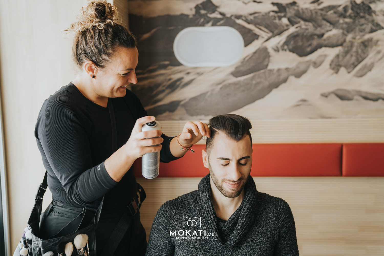 Daniela Schatz Hair und Makeup Artistin zusammen mit MOKATI Hochzeitsfotografin, Videografin und Agentur Traumhochzeit beim Styleshoot