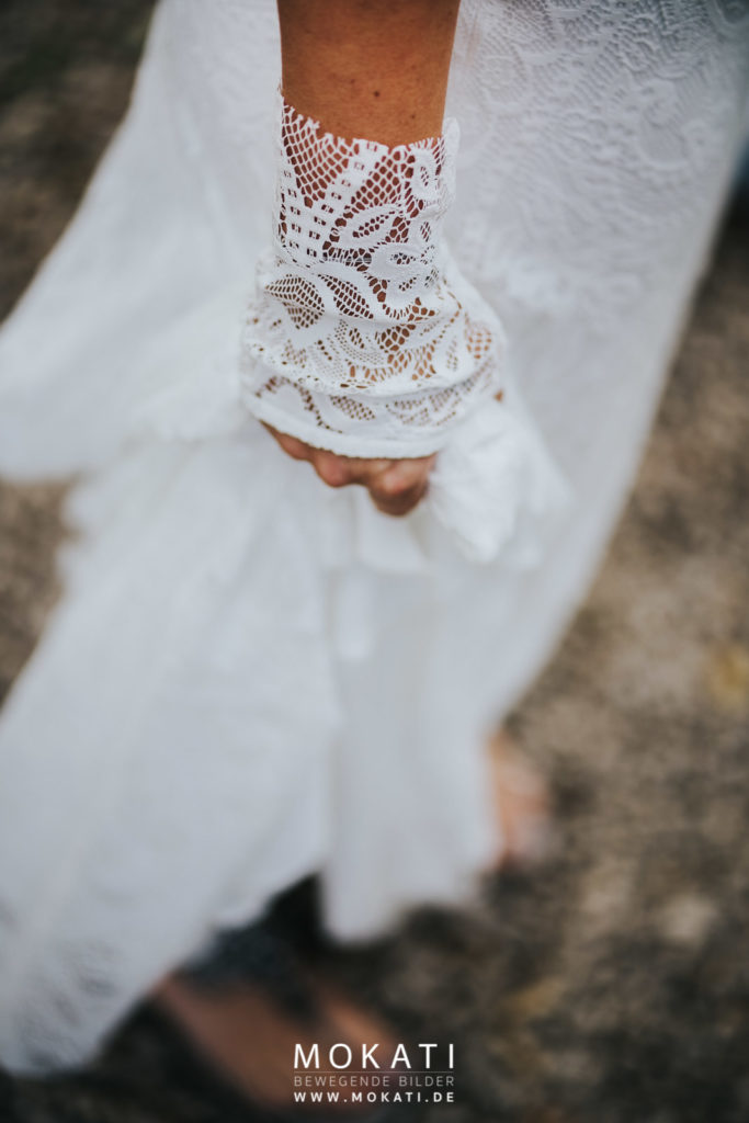Handschuhe zum Brautkleid vom Hochzeitsfotografen fotografiert