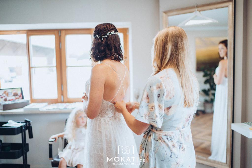 Getting Ready bei der Braut mit Hochzeitsfotograf aus München