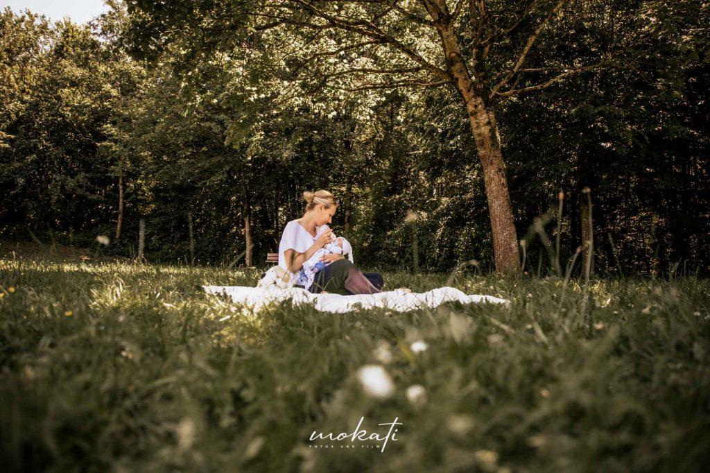 Familienfotos und Familienvideo von MOKATI Fotograf und Videograf aus Kirchheim bei München - Babyfotos und Mutter mit Baby