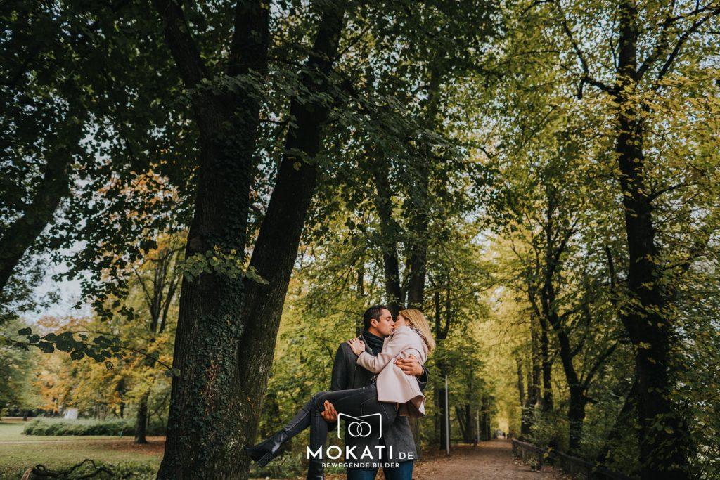 paarfotos-münchen-engagementshooting-münchen-mokati-fotos-film-11-2018-2